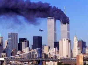 11 Settembre 2001 - Twin Towers in fiamme - attentato - - magazine ilbiondino.org - ProsMedia - Agenzia Corte&Media