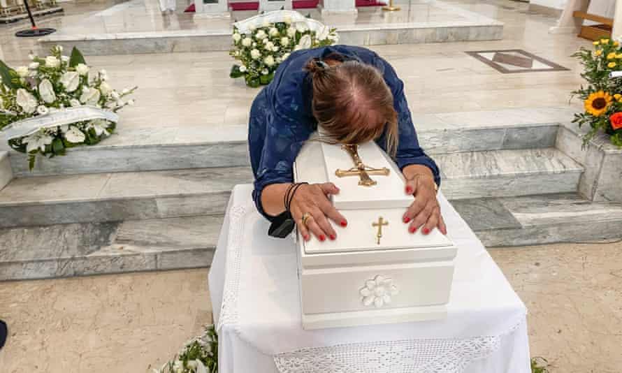 Lucia Mantione, Montedoro, Luciedda - la bara al funerale - magazine ilbiondino.org - ProsMedia - Agenzia Corte&Media