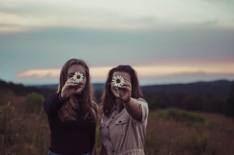 Stalking - il fenomeno - storia - caratteristiche - vittime - molestie - donne amiche e margherite - magazine ilbiondino.org - ProsMedia - Agenzia Corte&Media