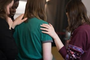Stalking - il fenomeno - storia - caratteristiche - vittime - molestie - donne amiche in gruppo - magazine ilbiondino.org - ProsMedia - Agenzia Corte&Media