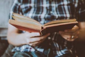 Arturo Sutter ha cercato possibili informazioni tra gli appunti e i quaderni di scuola di sua figlia